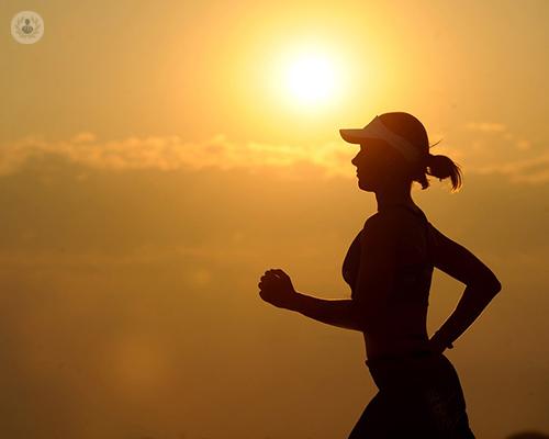 mujer-corriendo-al-ocaso