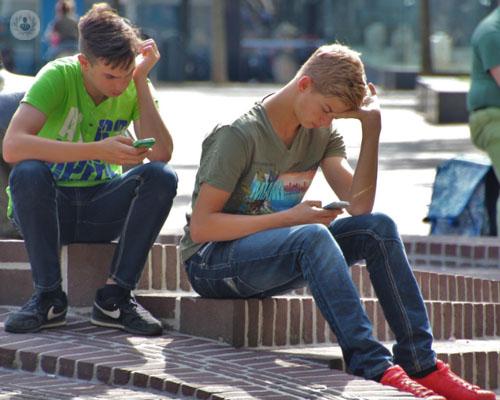 movil-adolescente-adiccion