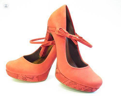 como-cuidar-los-pies-la-importancia-de-utilizar-el-calzado-adecuado imágen de artículo